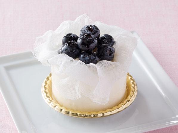 ブルーベリーのレアチーズケーキ〈クレームダンジュ〉